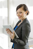 Business woman using a tablet computer Royalty Free Stock Images