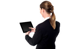 Business woman using a tablet device Royalty Free Stock Photos