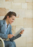Business woman using tablet PC Royalty Free Stock Photography
