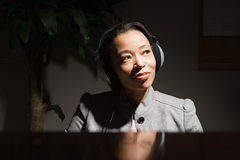 Business woman wearing headphones Royalty Free Stock Photos