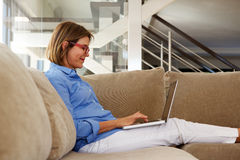 Business woman working from home with laptop Royalty Free Stock Photos