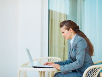 Business woman working laptop on terrace Royalty Free Stock Photos