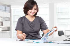 Business woman working in the office Royalty Free Stock Photo