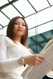 business women reading newspaper Royalty Free Stock Image