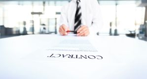 Business worker signing the contract Royalty Free Stock Photography