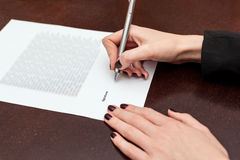Business worker signing the contract. On a table Royalty Free Stock Photography
