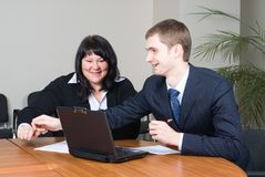 Businessgroup mit Laptop lizenzfreie stockfotos