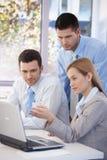Businessgroup pequeno que trabalha junto Fotografia de Stock