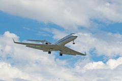 Businessjet on about to land. Gulfstream Aerospace G-V businessjet about to touchdown on LAX Royalty Free Stock Photos