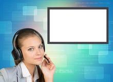 Businesslady in den Kopfhörern, die Kamera betrachten Stockfotos