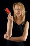 Businesslady que presenta la tarjeta de la compañía Imagenes de archivo