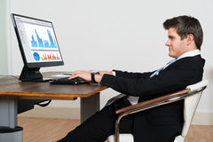 Businessman Analyzing Graph On Computer Royalty Free Stock Images