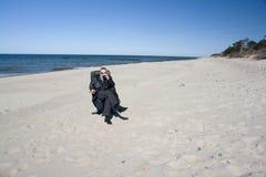 Businessman on beach, forward Royalty Free Stock Photos