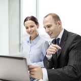 Businessman and businesswoman having discussion Royalty Free Stock Image