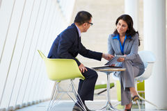 Businessman And Businesswoman Meeting In Modern Office Royalty Free Stock Photos