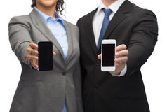 Businessman and businesswoman with smartphones Stock Photography