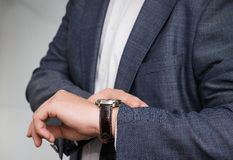 Businessman checking the time Royalty Free Stock Photos