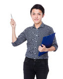 Businessman with clipboard and pen up Royalty Free Stock Photos