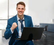 Businessman with computer in office Royalty Free Stock Photos