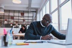 businessman desk his working Στοκ φωτογραφία με δικαίωμα ελεύθερης χρήσης
