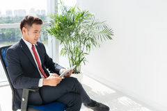Businessman with digital tablet Royalty Free Stock Photography