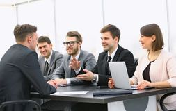 Businessman talking to a business team at a Desk Royalty Free Stock Photos