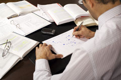 Businessman drawing a flow-chart Royalty Free Stock Photo