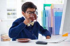 Businessman drinking coffee at desk Stock Photography