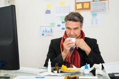 Businessman drinking lemon tea Royalty Free Stock Images