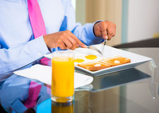 Businessman eating breakfast Royalty Free Stock Photography