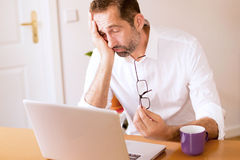 Businessman falling aslepp at his desk Royalty Free Stock Photography