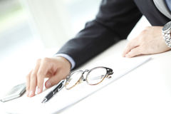 Businessman fill the form Royalty Free Stock Images