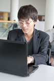 Businessman in front of laptop Royalty Free Stock Photos