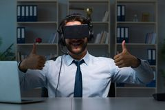 The businessman gamer staying late to play games Royalty Free Stock Photos