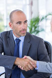Businessman handshaking colleague Royalty Free Stock Photography
