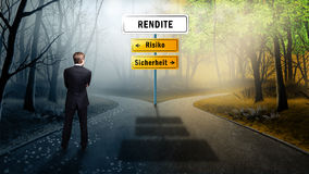 Businessman has to decide between risk or safety on the topic yield (in German) royalty free stock photos