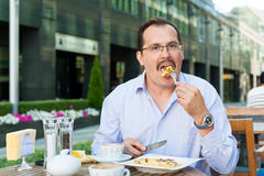 Businessman having lunch Royalty Free Stock Photo