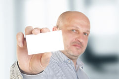 Businessman holding a blank business card Royalty Free Stock Photos