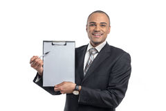 Businessman holding clipboard Royalty Free Stock Photography