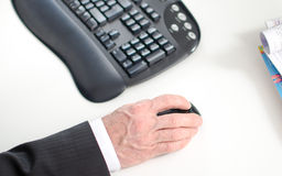 Businessman holding a computer mouse Royalty Free Stock Photos