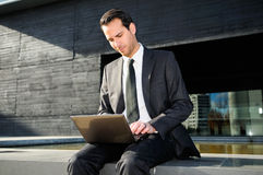 Businessman with a laptop computer Royalty Free Stock Photography