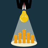 Businessman with a light bulb head glow to the money Royalty Free Stock Images