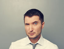 Businessman looking with suspicion Royalty Free Stock Photography