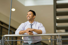 Businessman looking up Royalty Free Stock Photography