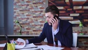businessman mobile phone talking απόθεμα βίντεο