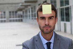 Businessman with a note on his forehead Royalty Free Stock Photography