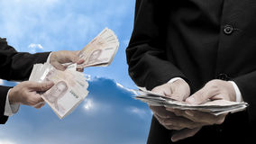 Businessman offer money to investor Royalty Free Stock Images