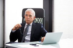 Businessman in the office with laptop computer Royalty Free Stock Photos