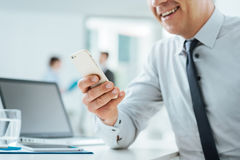 Businessman in the office using a smart phone Royalty Free Stock Photography
