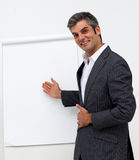 Businessman presenting a whiteboard Royalty Free Stock Images